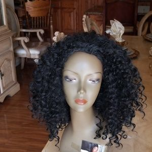Used 3/4 Curly Beauty Wig Black